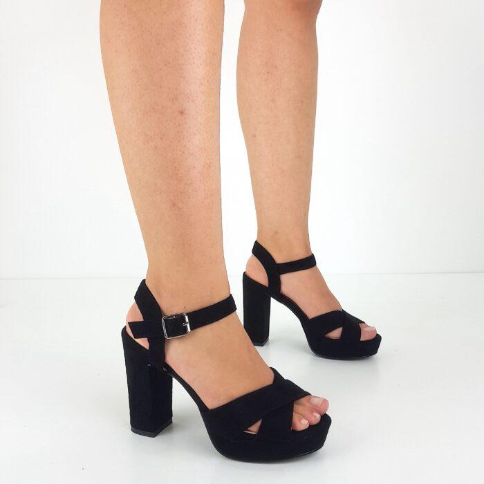sandalo nero tacco